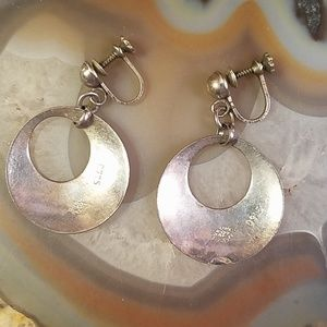Vintage Jewelry - Vntage silver round etched screw back earrings GC